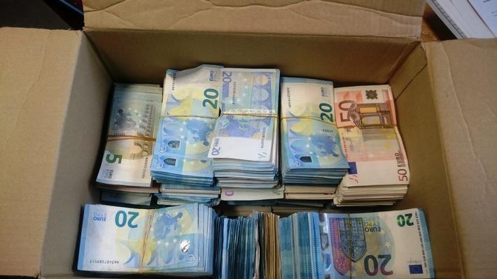 ZOLL-E: 12,45 kg Bargeld sichergestellt - Zollfahndung Essen ermittelt