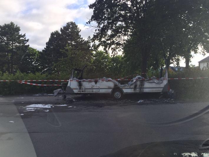 FW-Stolberg: Wohnwagen  komplett  ausgebrannt - niemand verletzt