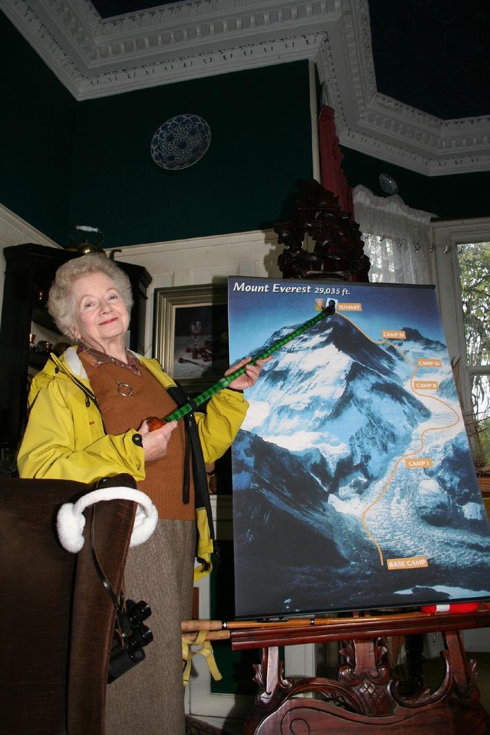 Ascension du mont Everest par une femme britannique âgée de 85 ans - le mystère est résolu