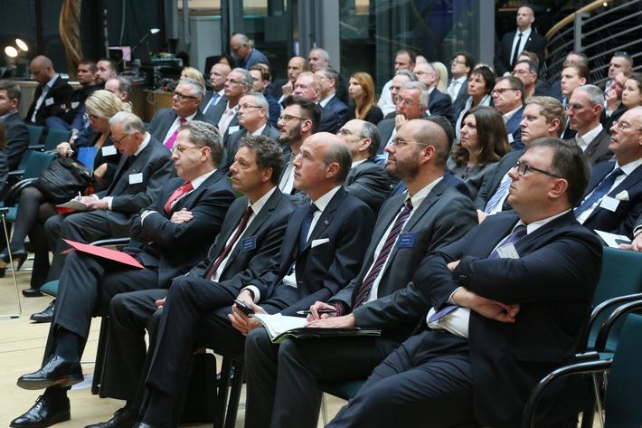 """Milliardenschäden durch Wirtschaftskriminalität: """"Deutsche Unternehmen müssen Sicherheit neu denken"""" / Experten diskutierten bei STATE OF SECURITY über Sicherheitslage"""