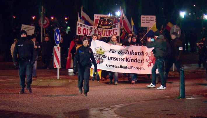 """Zwei Drittel der Deutschen hält ein NPD-Verbot für gefährlich: """"Die Story im Ersten: Die NPD - Der falsche Feind?"""" am 29.2., 22.45 Uhr"""