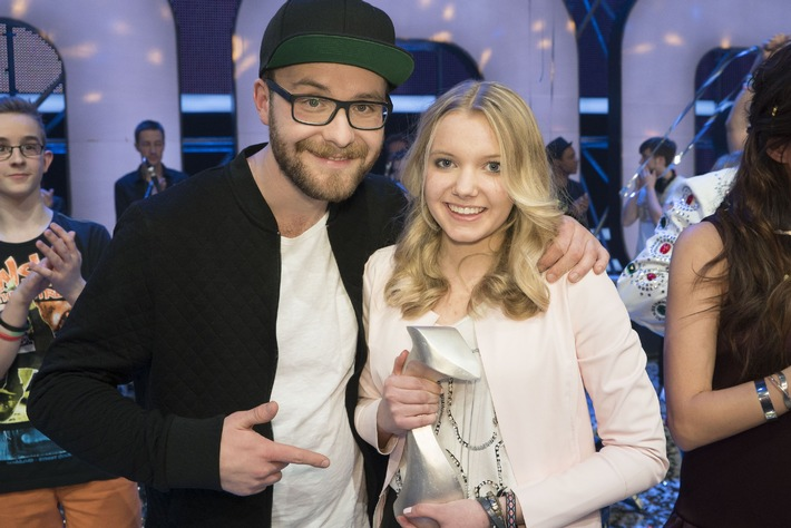 """""""Dein Song"""": Victoria ist """"Songwriterin des Jahres 2015"""" / Siegersong """"Maniac"""" überzeugt im Live-Finale bei KiKA"""