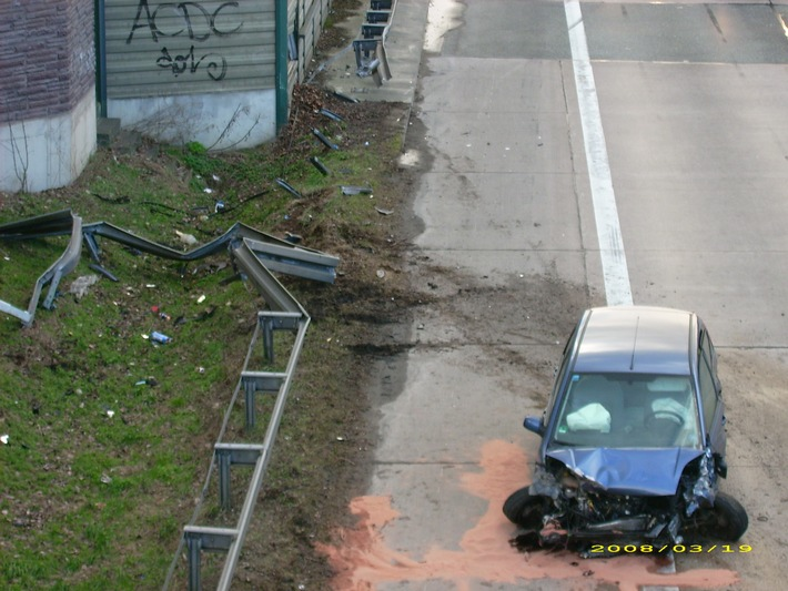 POL-HI: Ein verletzter nach schweren Verkehrsunfall auf der BAB 7