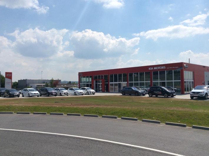 Auto-Dom Pforzheim: Größtes und modernstes Kia-Autohaus der Region eröffnet