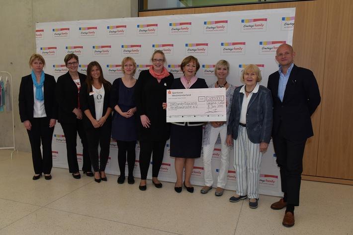 Ernsting's family überreicht 200.000 Euro an Herzenswünsche e.V. / Coesfelder Textilfilialist sammelt seit mehr als 20 Jahren für die größten Wünsche schwer kranker Kinder - mit großem Erfolg