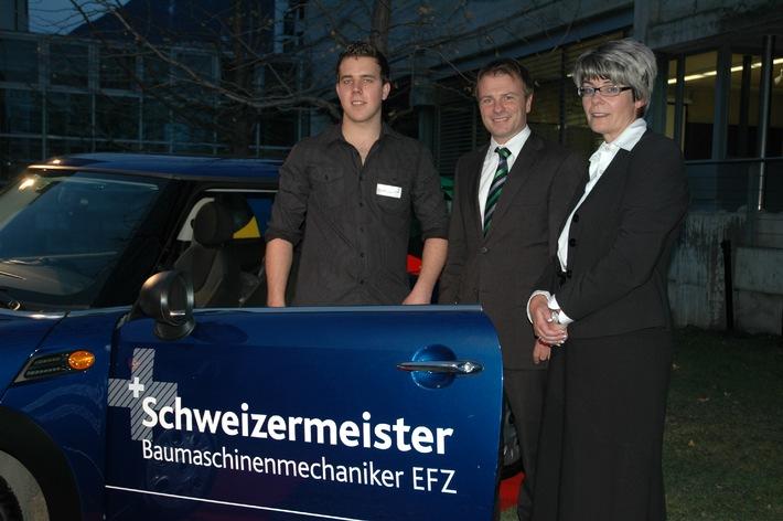 Simon Johner aus Kerzers gewinnt die Debrunner Acifer Trophy / Die Debrunner Acifer Trophy wird von SwissSkills unterstützt