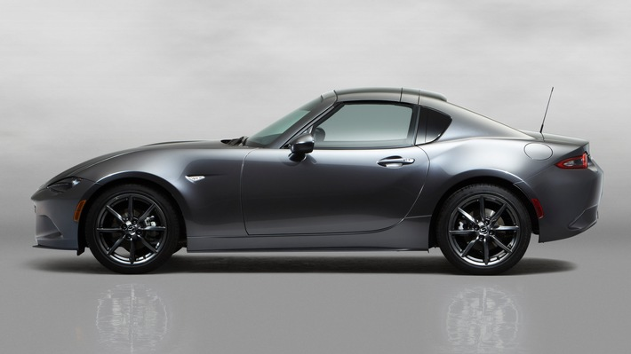 Mazda MX-5 RF feiert Weltpremiere in New York