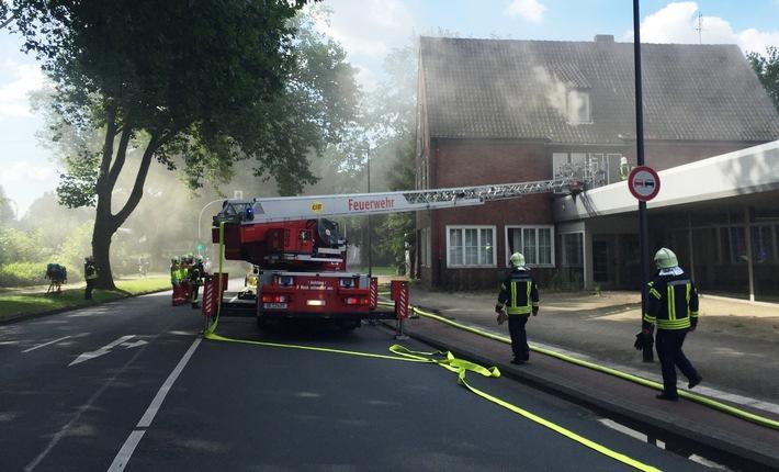 FW-GE: Brand in einem ehemaligen Autohaus