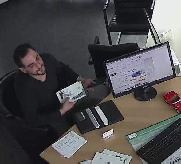 POL-D: Düsseldorf/Krefeld - Nach Homejacking in Eller - Polizei sucht Verdächtigen mit Foto aus Überwachungskamera