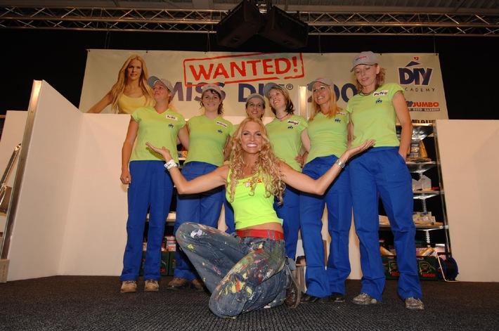 """Die Gewinnerin der Miss Do-it-yourself Wahl 2005"""" heisst Angela Zingerli und kommt aus Egnach"""