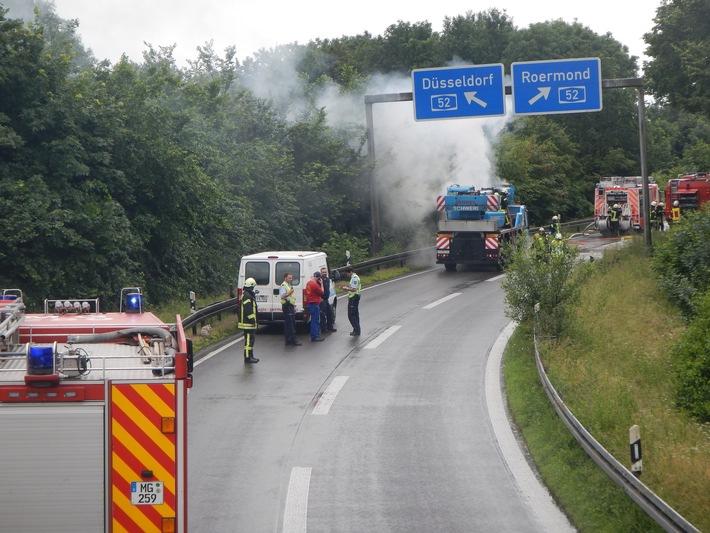FW-MG: Brand eines 40 Tonnen Autokrans