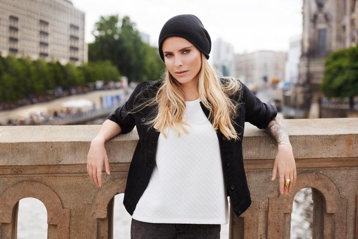Bleib schön du selbst: Sophia Thomalla präsentiert Mode und Kosmetik von Lidl / Das Handelsunternehmen startet eine neue Kampagne in TV, Print und online für die Linien Esmara und Cien
