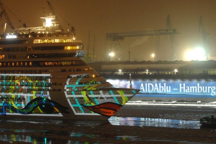 Hamburger Hafen als größtes Taufbecken der Welt