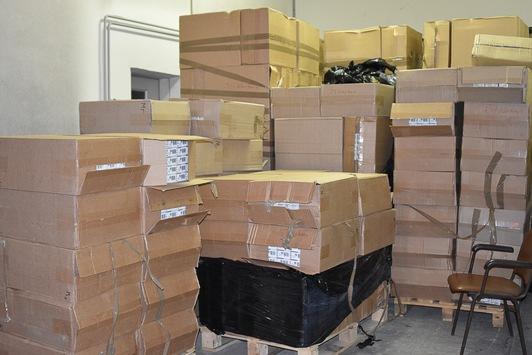 Kartons mit Schmuggelzigaretten,  Quelle: Zollfahndungsamt Berlin-Brandenburg