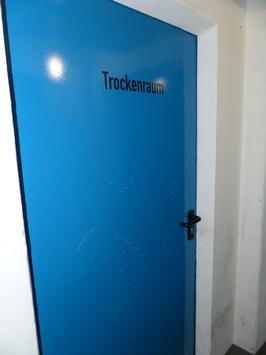 Hinter dieser Tür lagerte die Pyrotechnik, Quelle: Zollfahndungsamt Berlin-Brandenburg