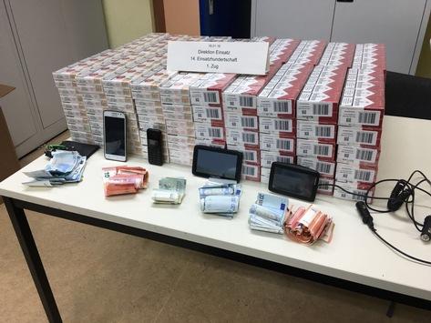 Sichergestellte Zigaretten, Bargeld, Handys und Navigationsgeräte Quelle: Polizei Berlin