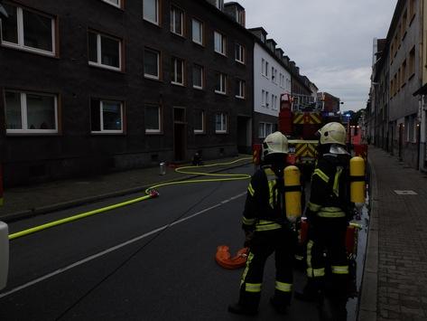 FW-GE: Einsatzreicher Freitag für die Feuerwehr Gelsenkirchen. Feuer in einer Dachgeschosswohnung, Kellerbrand und diverse Brandmeldealarme