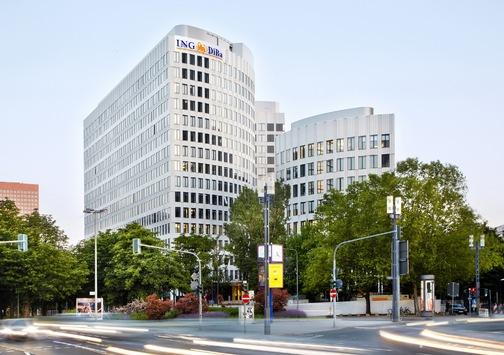 """ING-DiBa weiht neuen Hauptsitz in Frankfurt ein / Altkanzler Helmut Schmidt und Dirk Nowitzki zu Gast im """"LEO"""""""