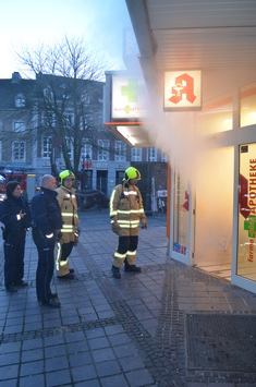 FW-Stolberg: Feuer 2 - starke Rauchentwicklung in einer Apotheke in der Stolberger Innenstadt