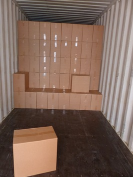 Container mit Zigarettenkartons Foto: ZFA Berlihn-Brandenburg