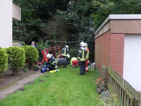 FW-GE: Schwerer Arbeitsunfall in Gelsenkirchen Buer – Hubarbeitsbühne umgestürzt – 1 Person schwer verletzt