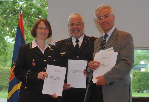 Trauer um DFV-Beiratsmitglied Dr. Michael Bürsch / DFV-Präsident und Beiratsvorsitzende würdigen großen Einsatz für Feuerwehr