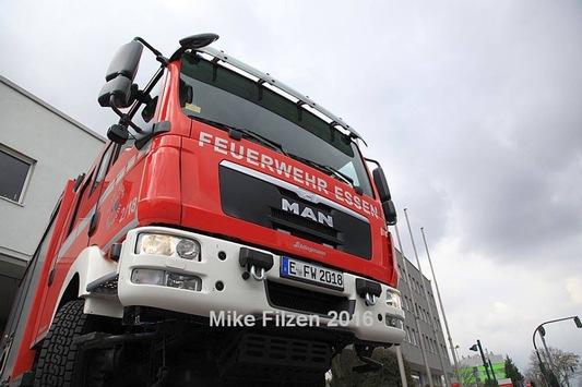 FW-E: Verkehrsunfall mit 2 beteiligten PKW, PKW fährt in Haltestelle