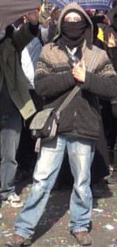 POL-F: 150511 - 363 Frankfurt: Öffentlichkeitsfahndung nach Körperverletzung während der Krawallen am 18.03.2015 - Bitte Fotos beachten!
