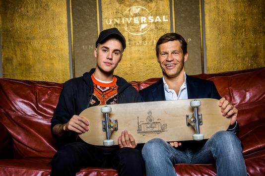 """Großes Staraufgebot bei UNIVERSAL Inside 2015 / Justin Bieber und Bryan Adams performen spontan gemeinsam """"Baby"""""""