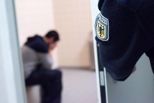 BPOL NRW: Mit drei Promille unterwegs: Betrunkener durch Bundespolizei in Gewahrsam genommen