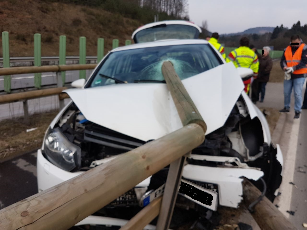 POL-PDPS: Münchweiler / Unfall mit Folgen - Verursacher flüchtet ...