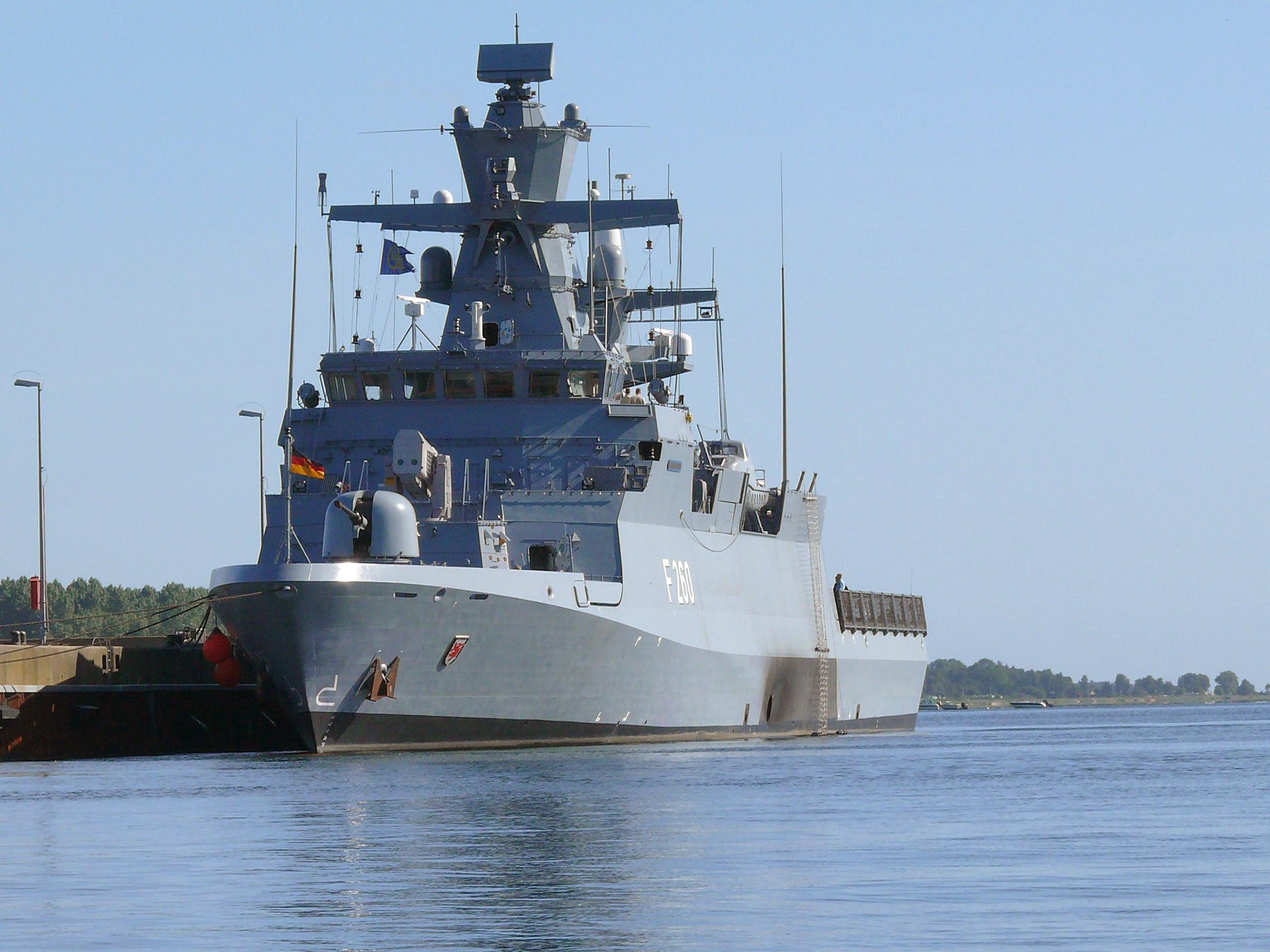 deutsche marine die korvette braunschweig wird in dienst gestellt vorabinformation. Black Bedroom Furniture Sets. Home Design Ideas