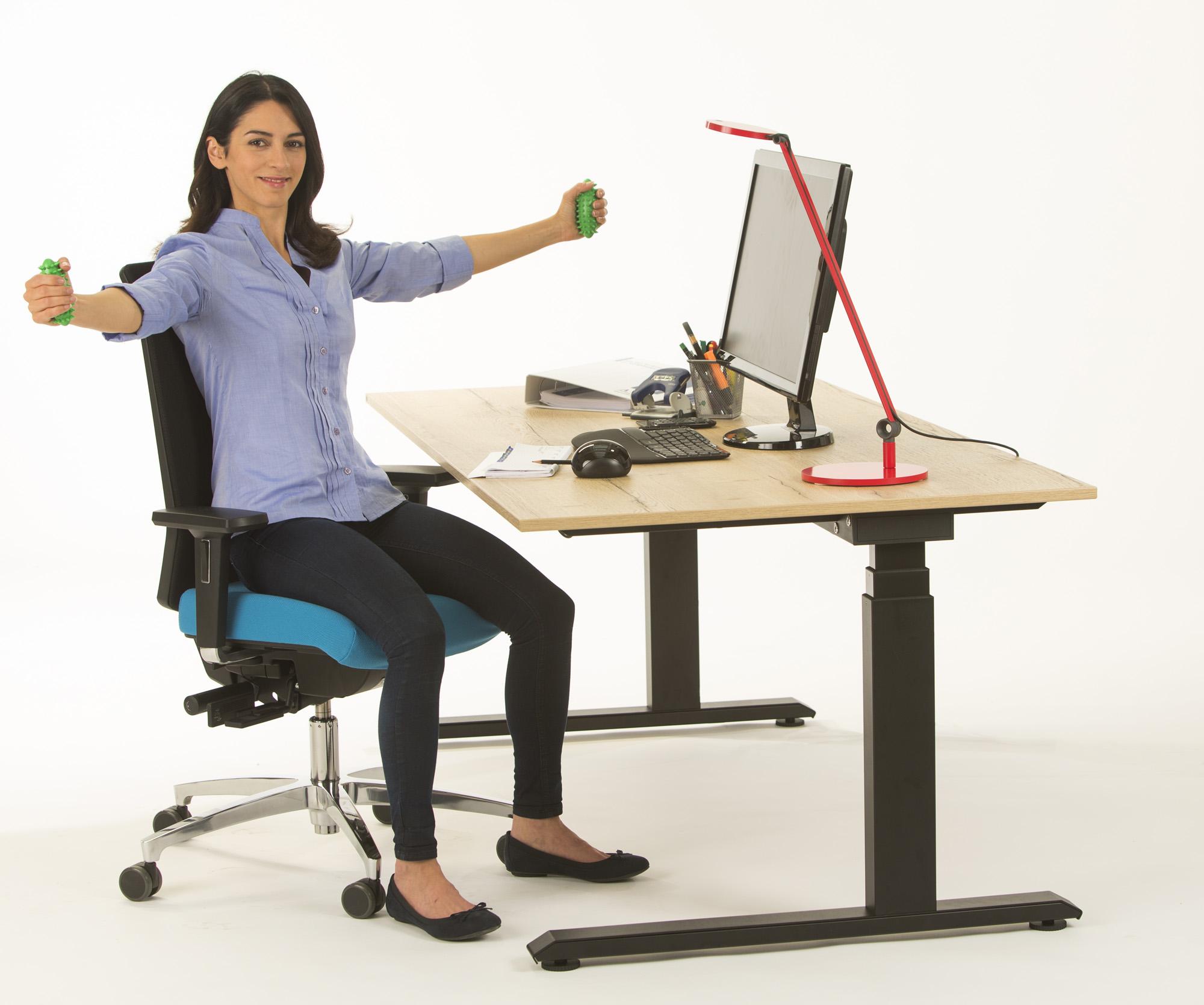 sitzen stehen bewegen das r ckengerechte b ro pressemitteilung aktion gesunder r cken e v. Black Bedroom Furniture Sets. Home Design Ideas