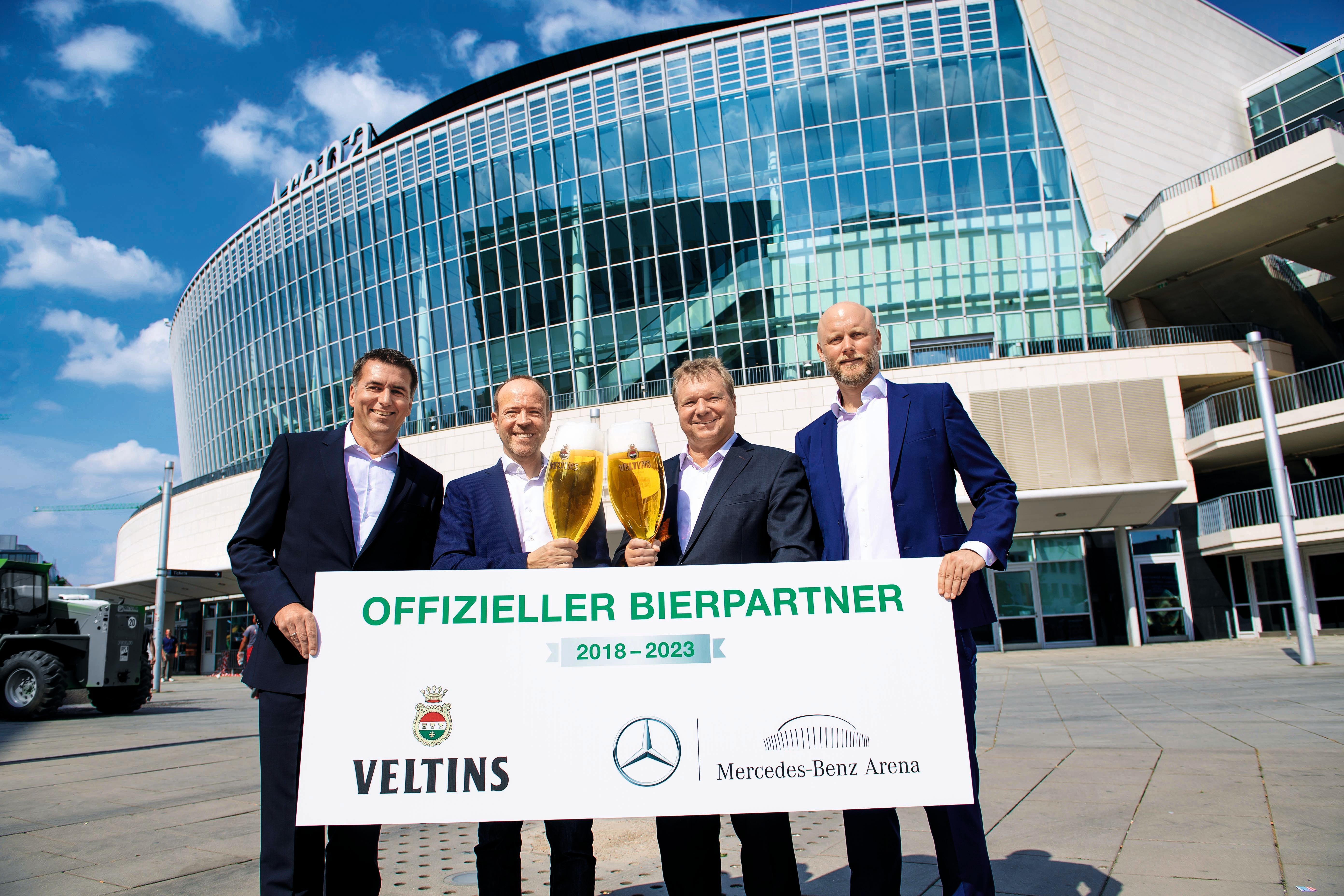 ▷ Mercedes-Benz Arena serviert frisches Veltins   Presseportal