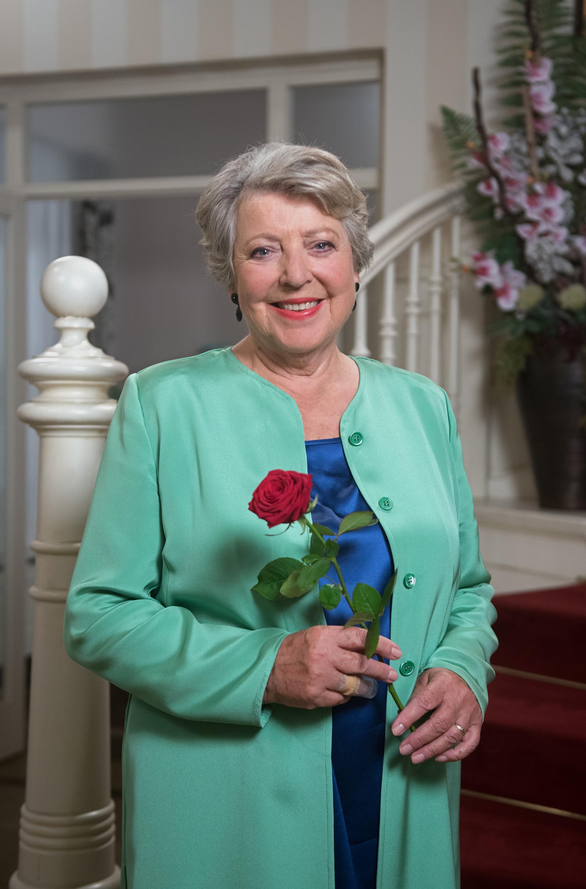Das Erste Gastrolle In Rote Rosen Marie Luise Marjan Zieht