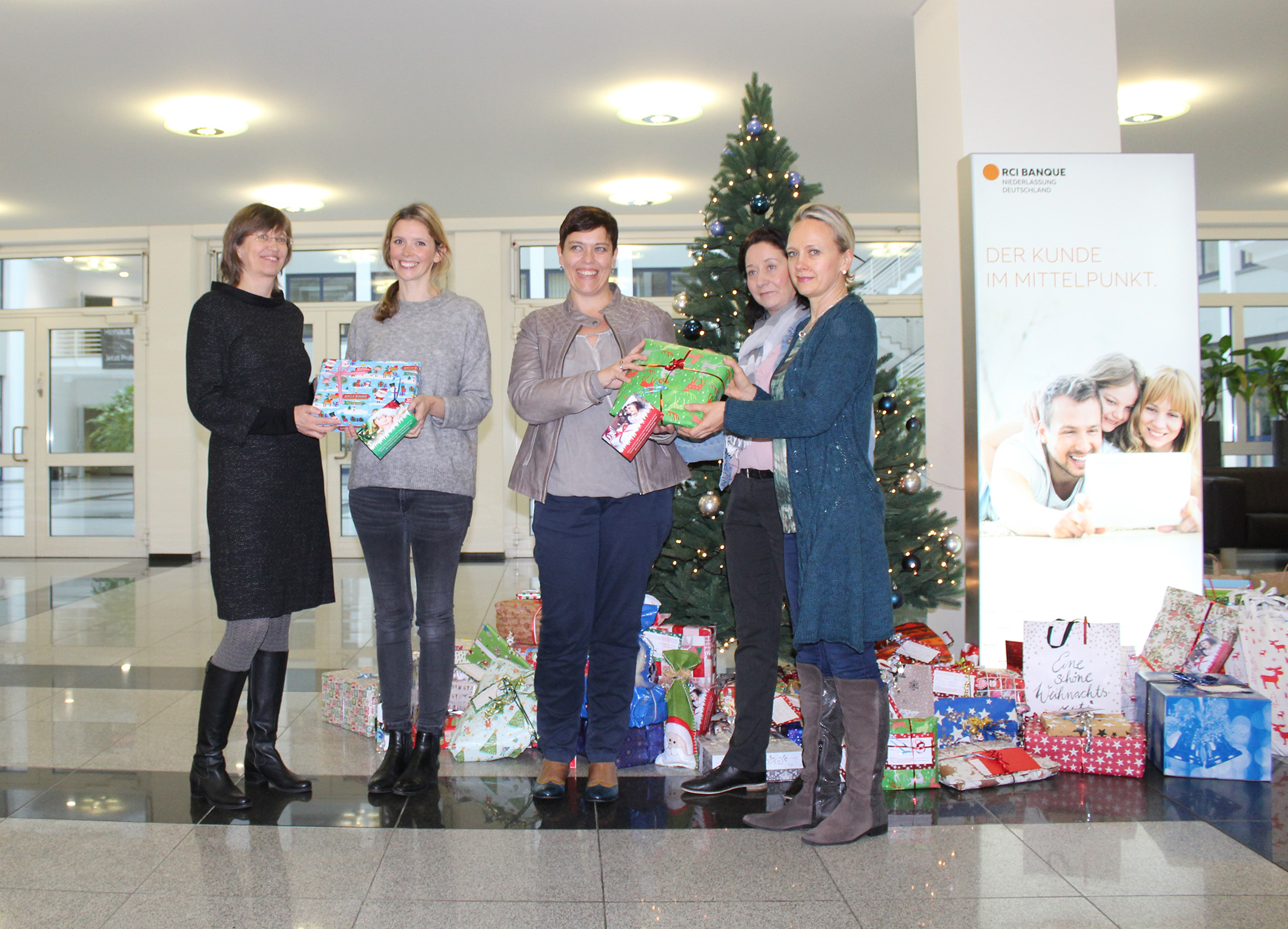 Weihnachtswunschbaumaktion Von Yanfeng Automotive Interiors Und Rci Banque Deutschland War Ein