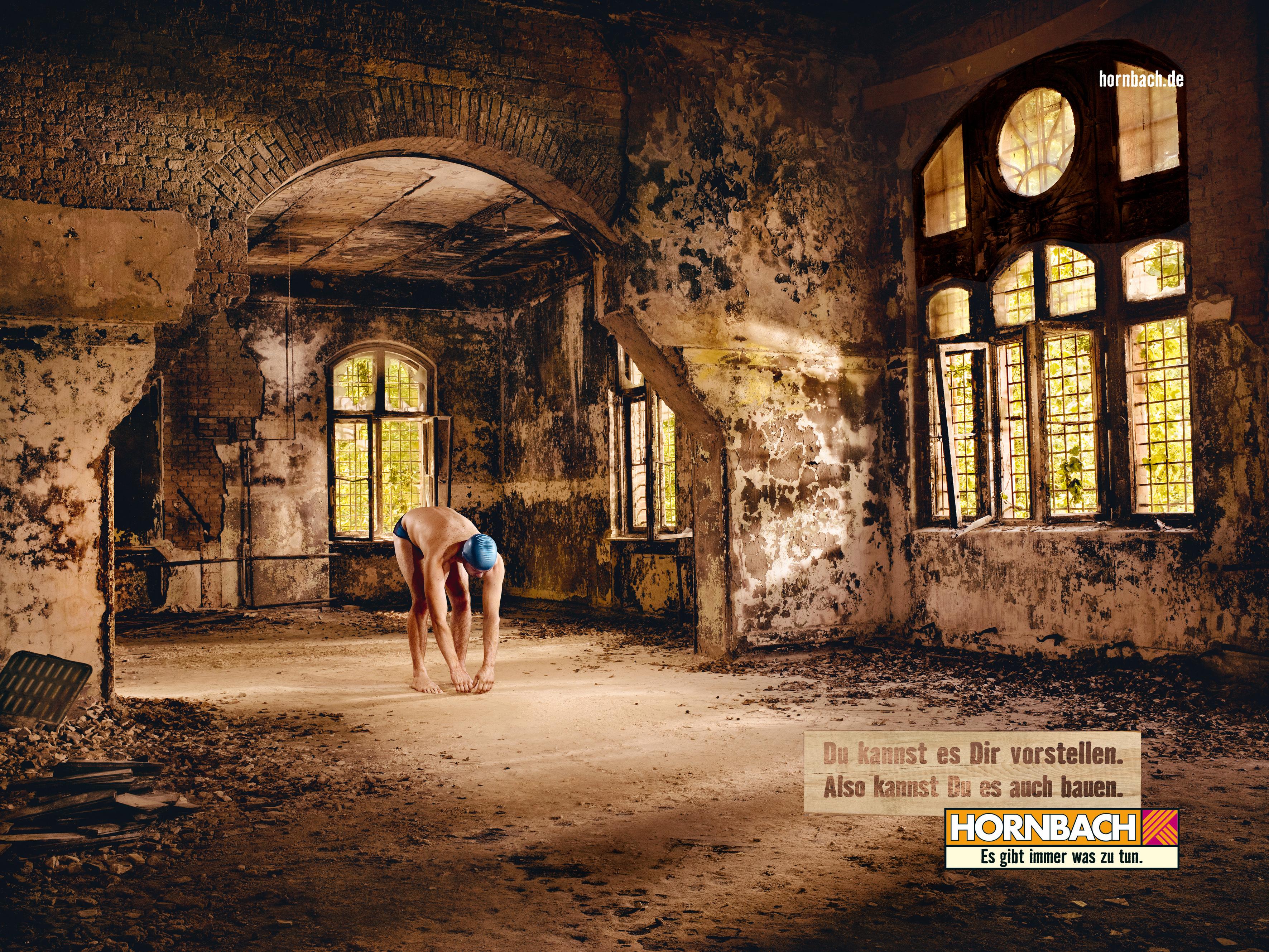 bestes kampagnen foto 2009 der schwimmer von hornbach mit bild das motiv der presseportal. Black Bedroom Furniture Sets. Home Design Ideas