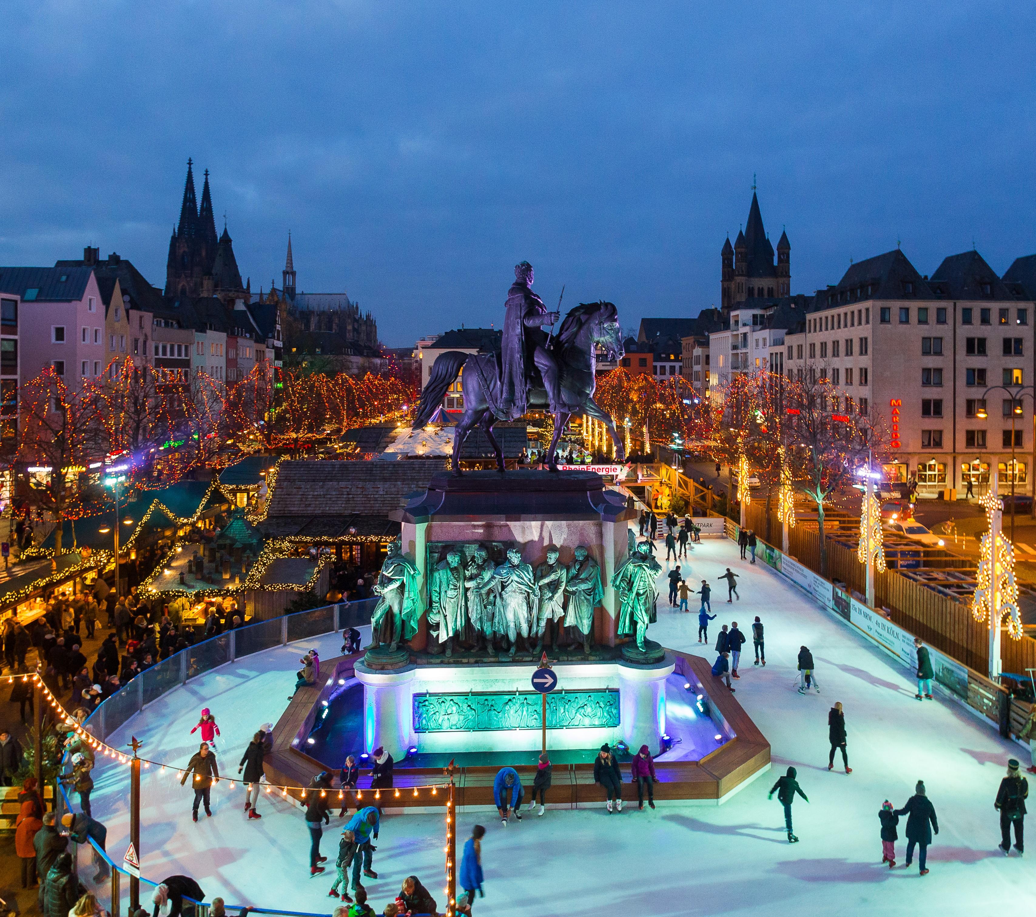 Schlittschuhlaufen Berlin Weihnachtsmarkt.Heinzels Wintermärchen Weihnachtsparadies In Der Kölner