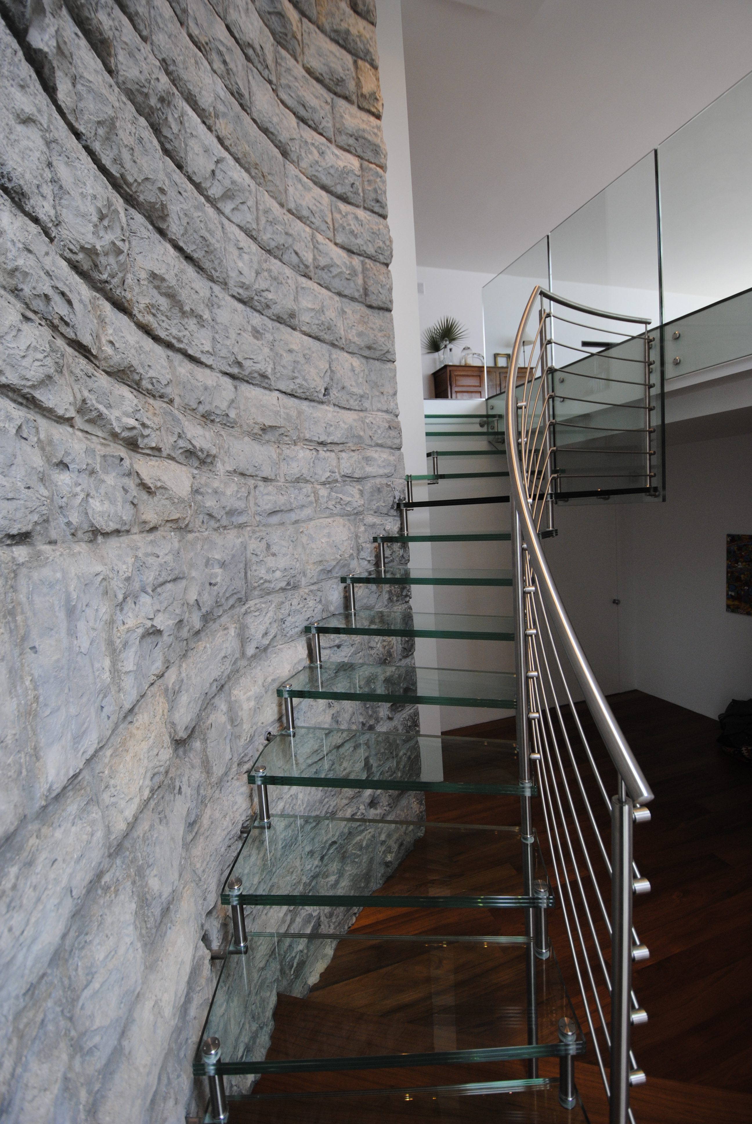 gl nzender aufstieg treppengel nder aus edelstahl. Black Bedroom Furniture Sets. Home Design Ideas