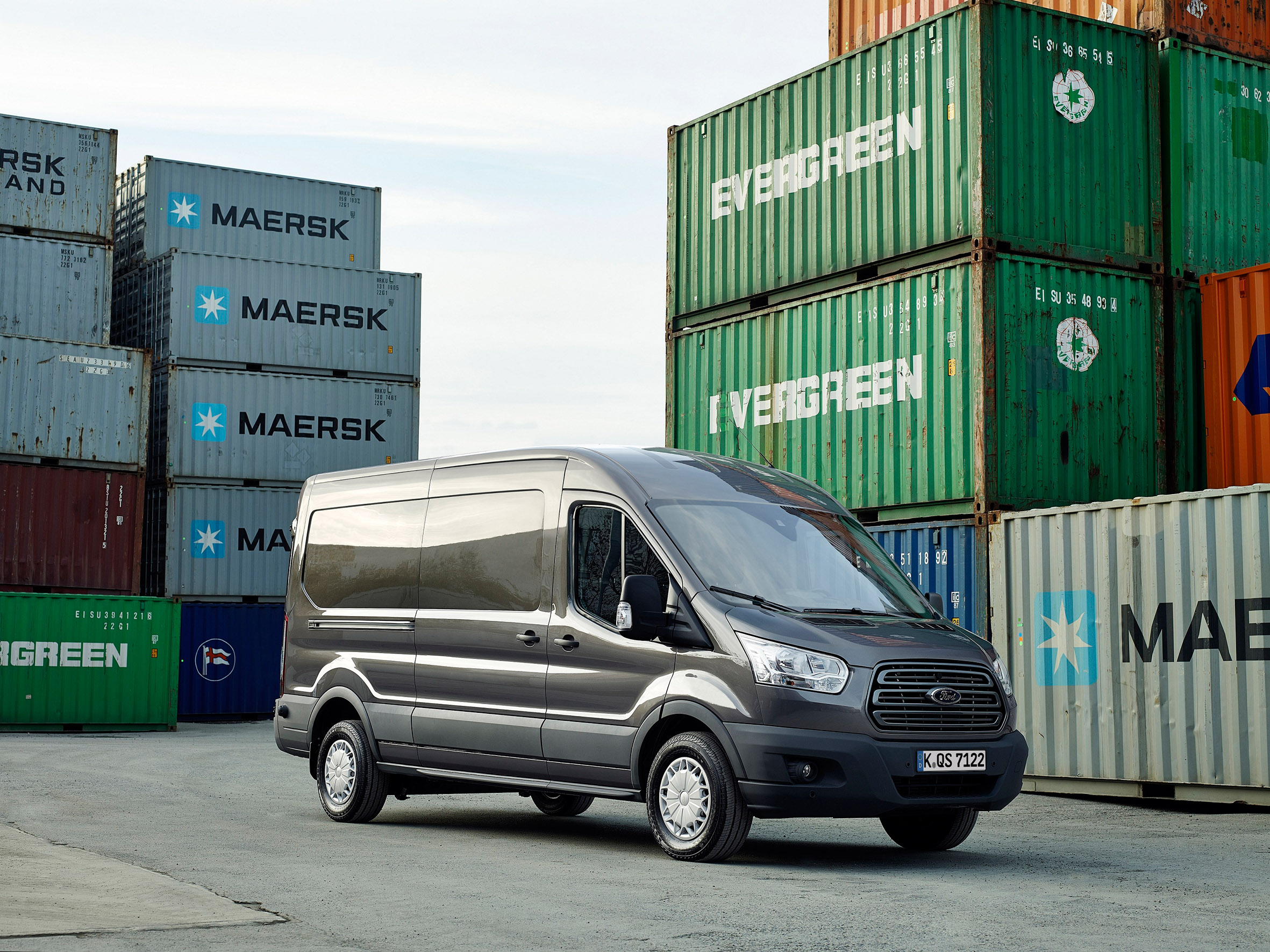 der neue ford transit so ger umig und g nstig wie nie zuvor transporterlegende presseportal. Black Bedroom Furniture Sets. Home Design Ideas