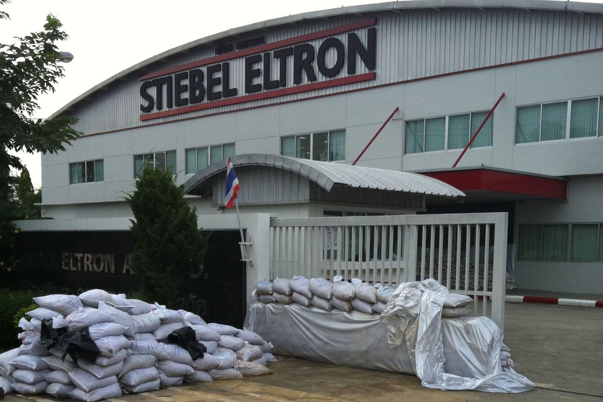 flutkatastrophe in thailand stiebel eltron muss werk evakuieren pressemitteilung stiebel eltron. Black Bedroom Furniture Sets. Home Design Ideas