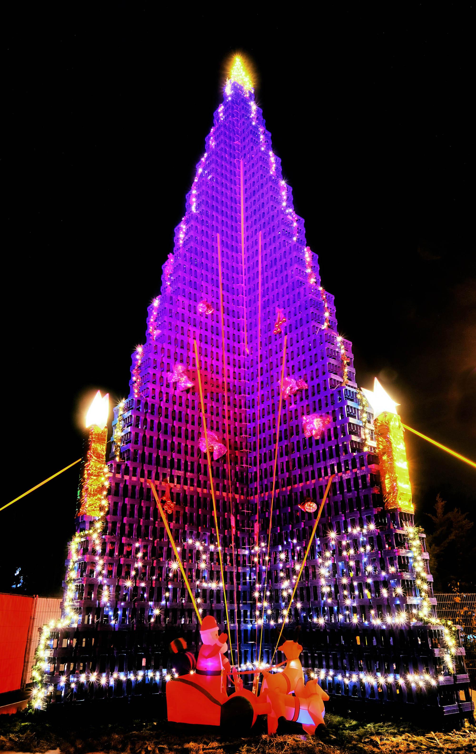 Größter Tannenbaum Deutschlands.Rid Weltrekord In Gera Ehrenamtler Bauen Größten