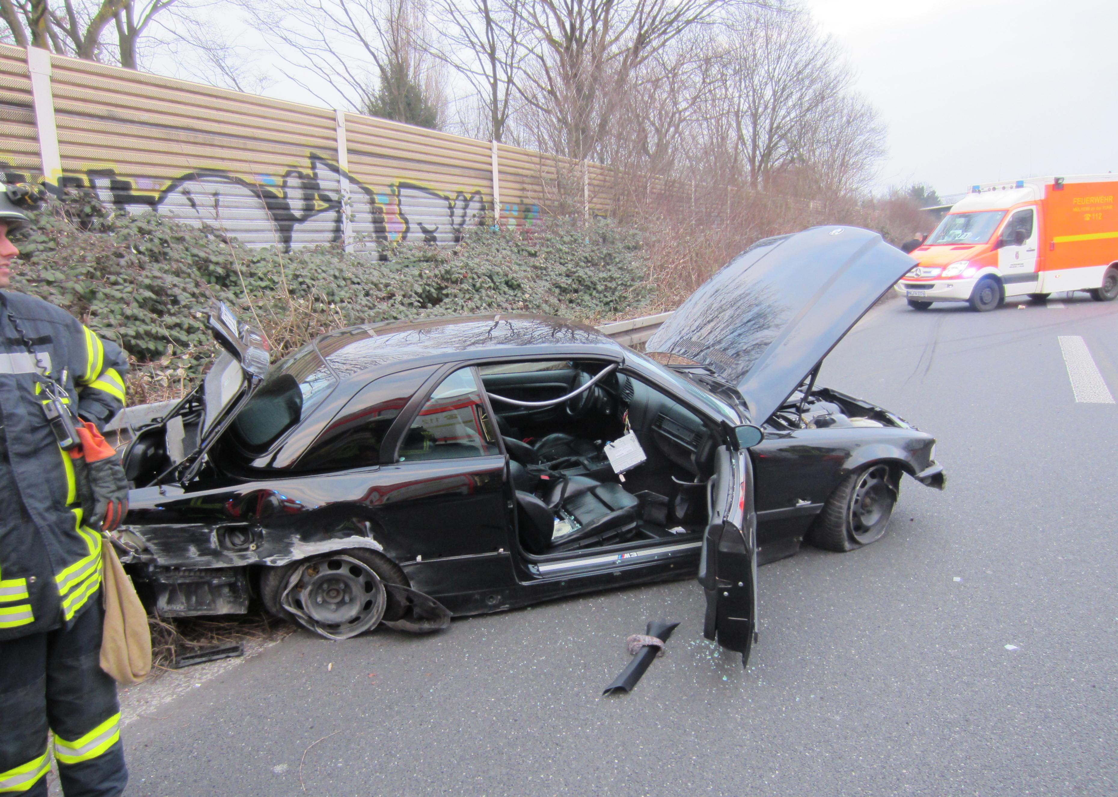 FW-MH: Unfall A40 mit einer verletzten Person | Pressemitteilung ...