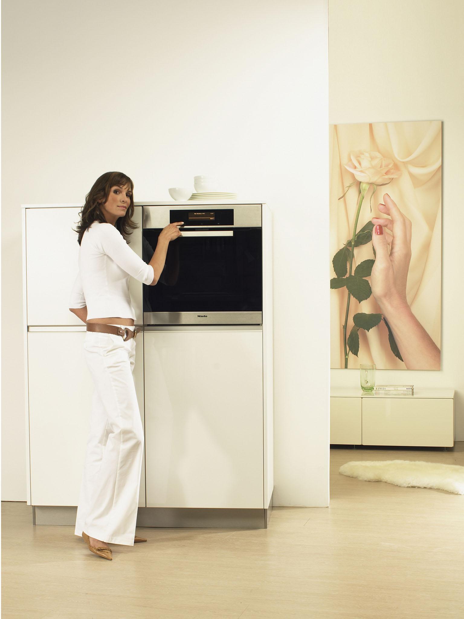 miele stellt zur m belmesse neue k chen und einbauger te vor hightech und hochglanz in. Black Bedroom Furniture Sets. Home Design Ideas