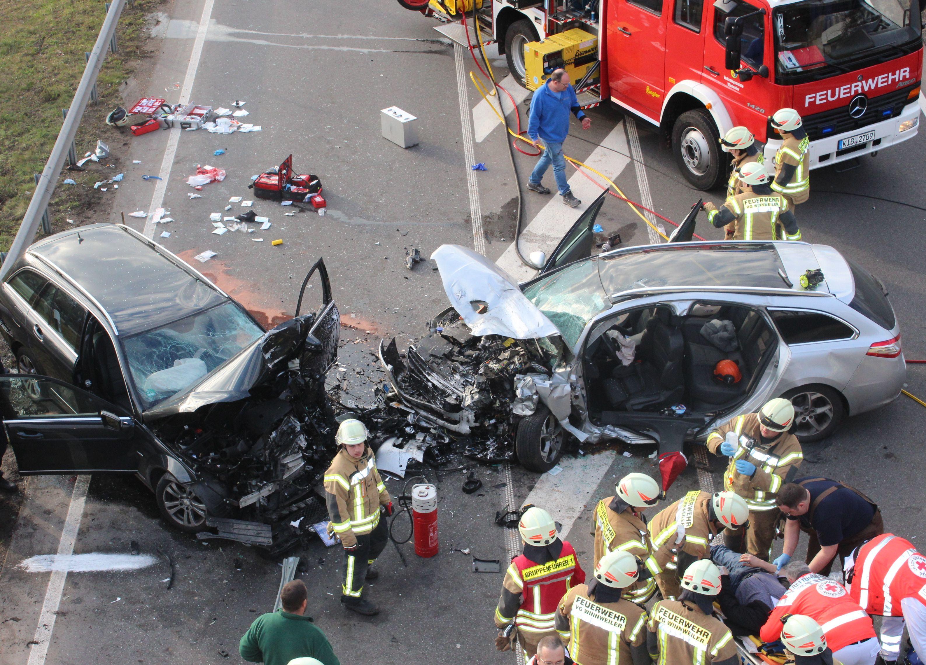 Gemütlich Verkehrsunfall App Bilder - Schaltplan Serie Circuit ...