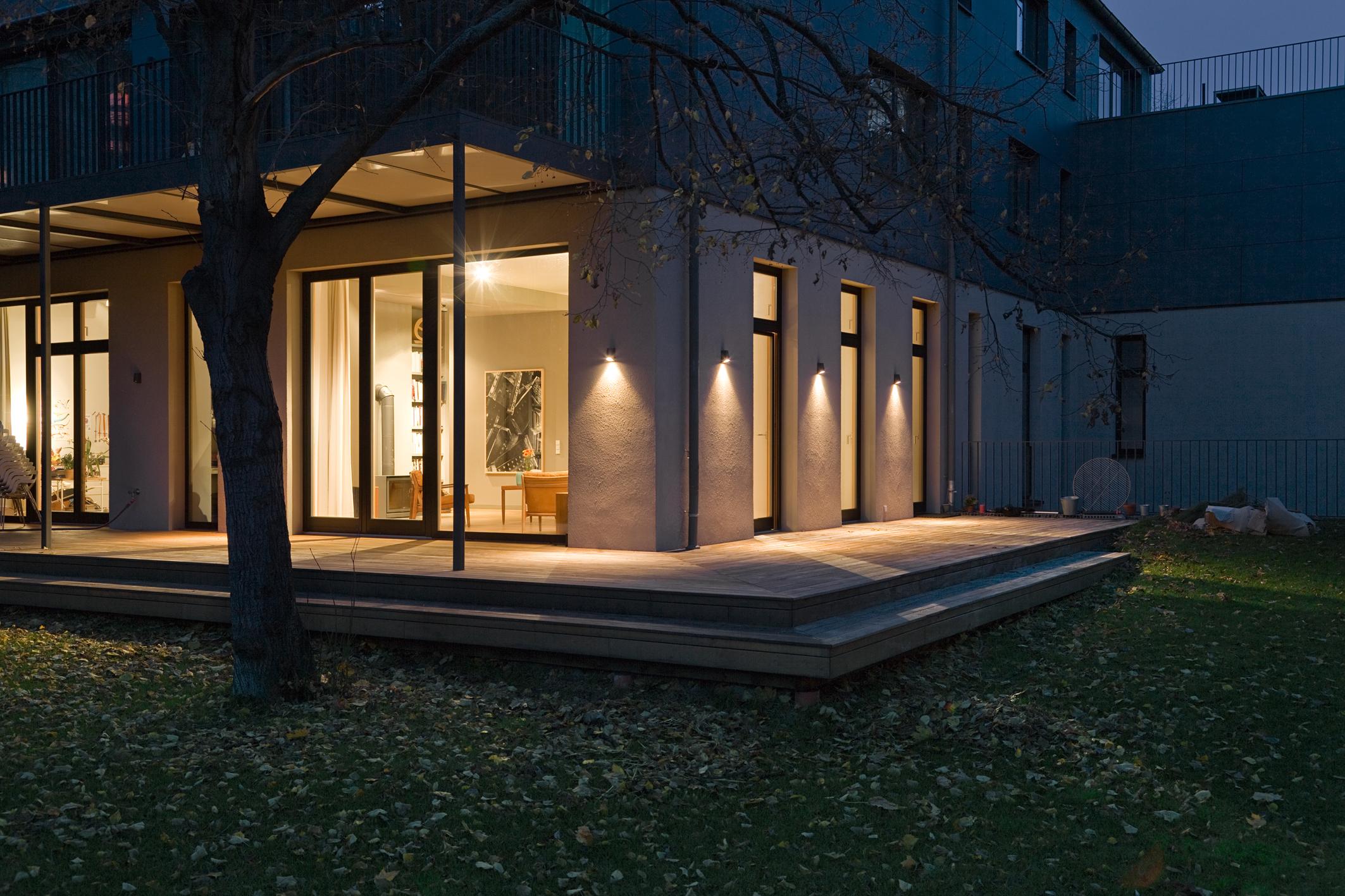 mehr schutz vor einbruch durch intelligente haussteuerung. Black Bedroom Furniture Sets. Home Design Ideas