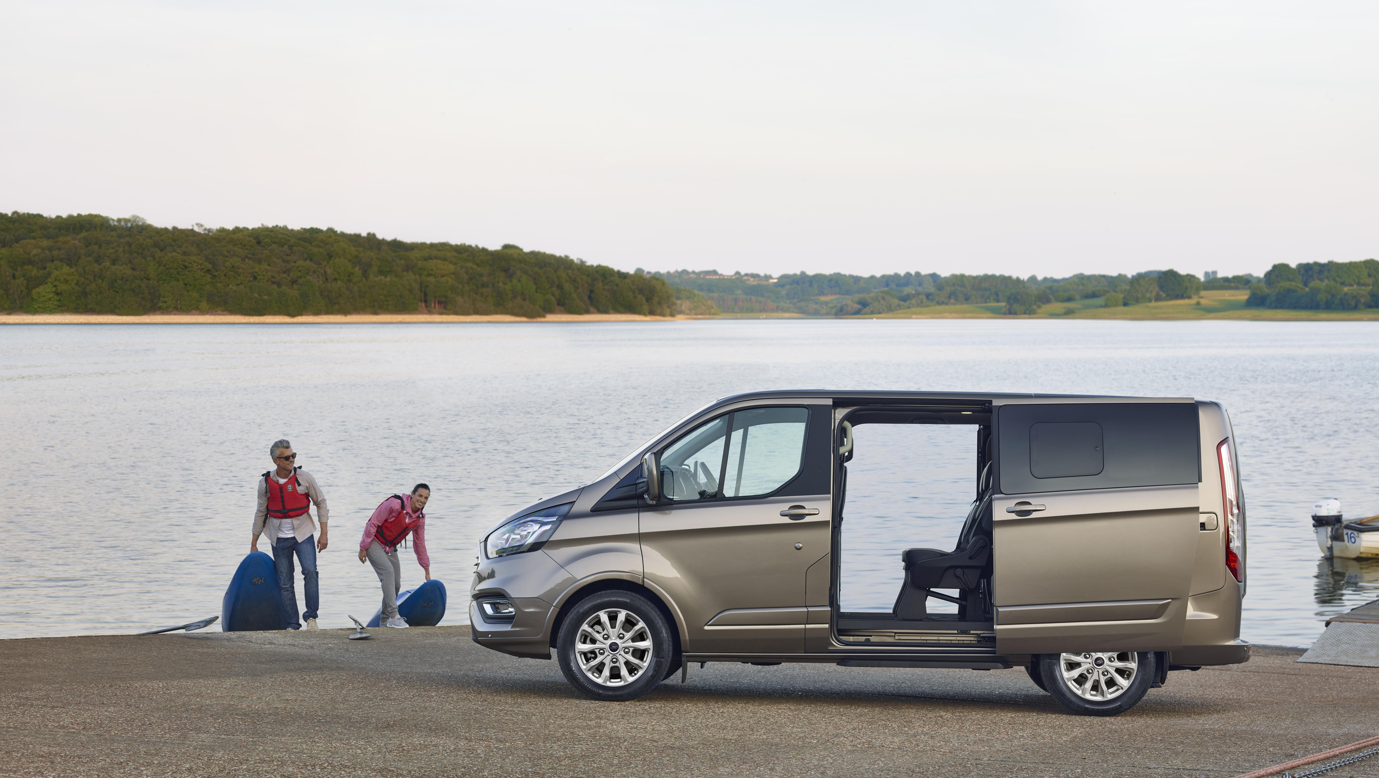 Neuer Ford Tourneo Custom Der Ideale Personentransporter Fur