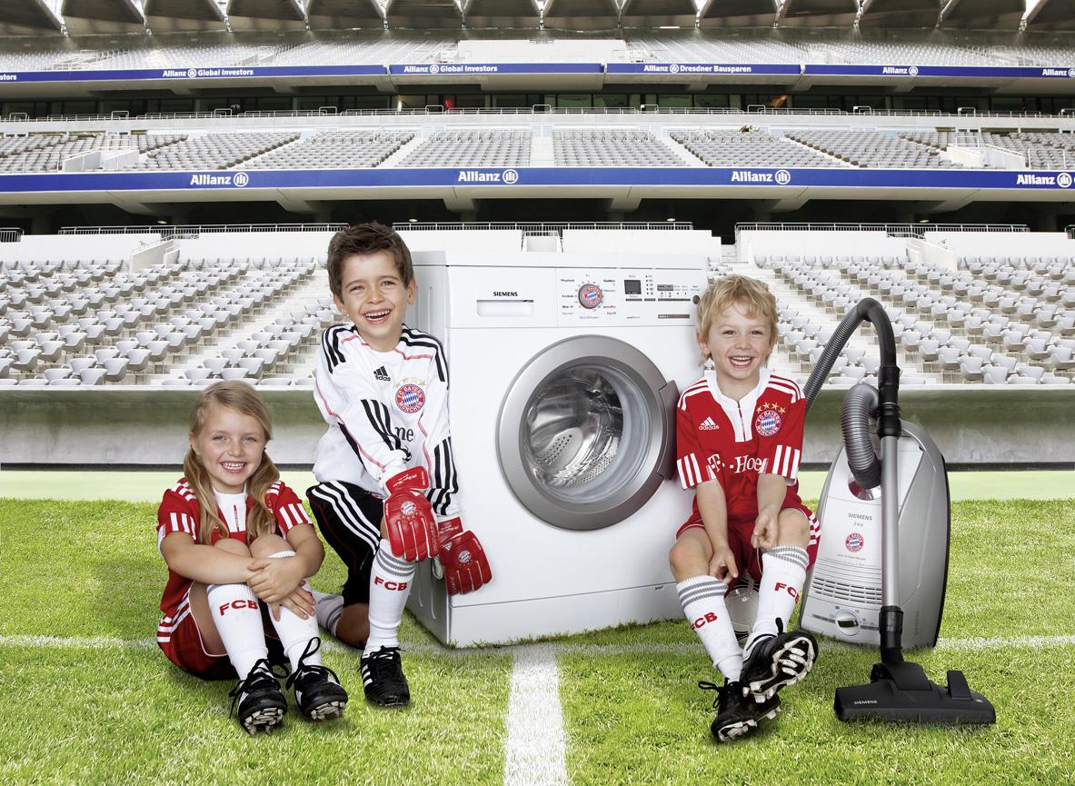 fan sein f ngt fr h an mit der fc bayern waschmaschine pr sentiert siemens den presseportal. Black Bedroom Furniture Sets. Home Design Ideas
