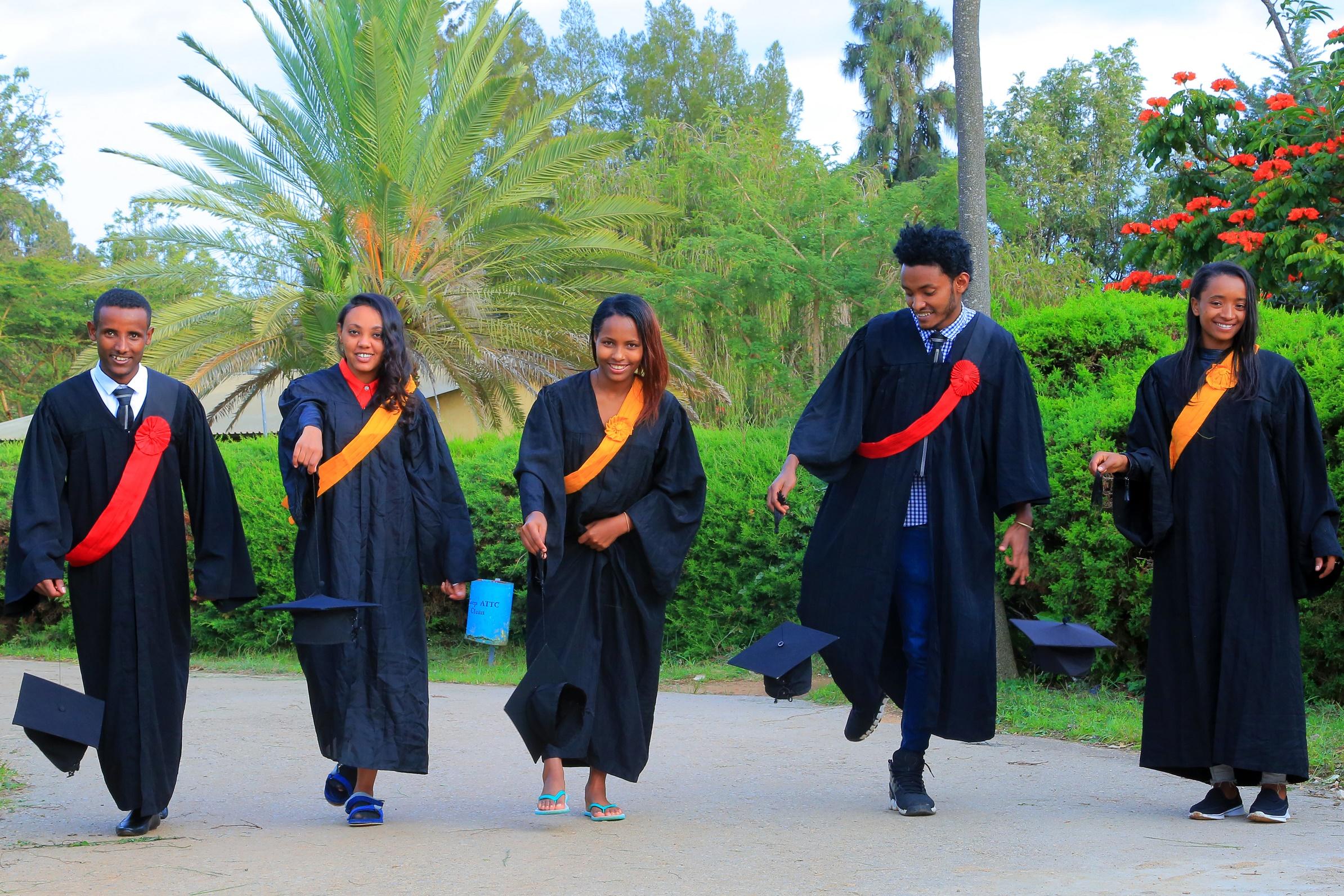▷ Äthiopien: 192 Studentinnen und Studenten bestehen Abschluss am ...