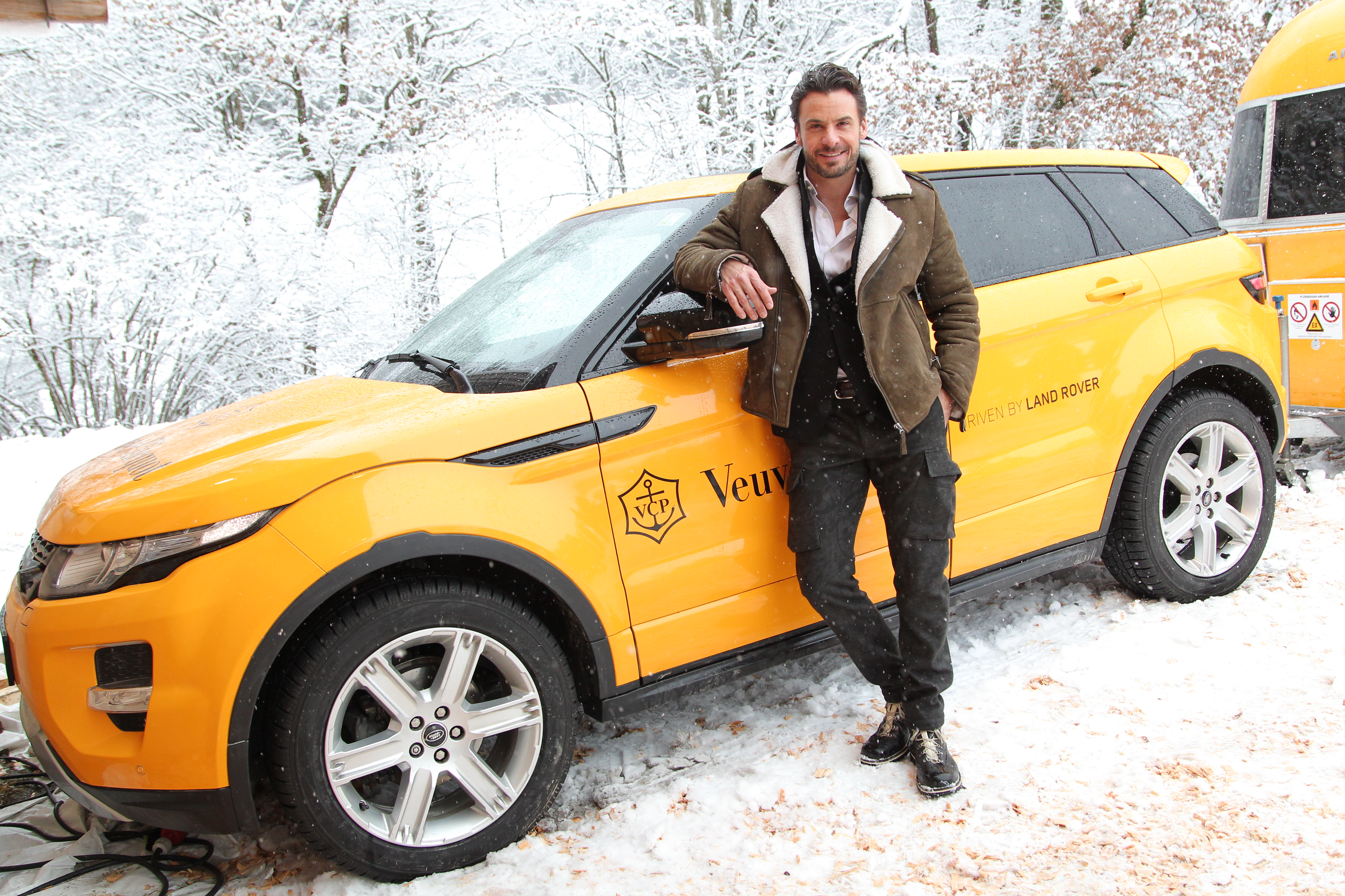 zahlreiche stars feiern mit jaguar land rover bei clicquot in the snow in kitzb hel. Black Bedroom Furniture Sets. Home Design Ideas